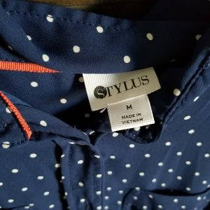 STYLUS Tops - Stylus dotted blouse